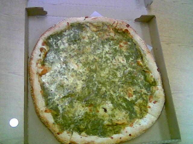 http://whats4lunch.files.wordpress.com/2007/11/juniors-18-inch-pesto-pizza-with-seasame-crust.jpg